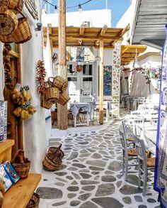 """649 """"Μου αρέσει!"""", 14 σχόλια - ●○ Naxos Travel ○● (@naxostravel) στο Instagram: """"PHOTO 📷   @george_kormpos FROM   @naxostravel LOCATION📍  Old town - Chora Naxos island, Greece   …"""" Cool Places To Visit, Places To Go, Beautiful World, Beautiful Places, Naxos Greece, Santorini Greece, Greek Isles, Adventure Is Out There, Greece Travel"""