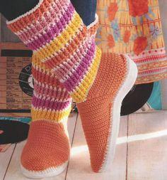 Zapatos a Crochet - Botas Juveniles -> http://esquemas.ctejidas.com/2014/06/zapatos-crochet-botas-juveniles.html