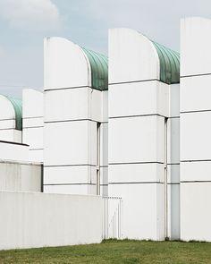 STUDIO Amazing Architecture, Modern Architecture, Bauhaus Building, Berlin Photos, Streamline Moderne, Walter Gropius, Art Deco Home, Vintage Decor, Mid-century Modern