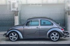 The VW Beetle. made better Volkswagen Beetle Vintage, Auto Volkswagen, Vw Super Beetle, Beetle Car, Custom Vw Bug, Custom Cars, Smart Roadster, Vw Cars, Modified Cars