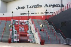 Shoutout to uncle Andy Brenz for the many trips to the Joe when I was a kid, in all those sweet cars from corvettes to Camaros. Joe Louis Arena in Detroit Michigan! LETS GO RED WINGS! I love this arena. I love Red Wings Tupac wore a red wings jersey😎 Detroit Rock City, Detroit Sports, Detroit Area, State Of Michigan, Detroit Michigan, Detroit Tigers, Joe Louis Arena, Sports Stadium, Red Wings Hockey