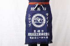 Maekake, an apron-like Japanese work wear especially worn by saké merchants and rice dealers, is a traditional get-up that has been passed down through many generations. HOMAEKAKE, produced by a company named Anything, specializes in maekake made by the hands of specially trained artisans. Its functionality and beautiful design are highly appreciated by people around the world. The durable material has a very soft texture, which represents the heart of Japanese craftsmanship.