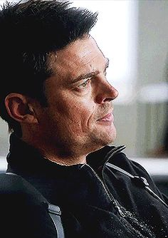 Karl urban as Det. Kennex in Almost Human (& thanks gif wizard for capturing this moment here)