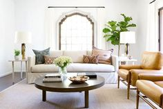 Mix and Chic: A modern, bohemian chic home in Los Angeles! Living Room Interior, Living Room Decor, Home And Living, Home And Family, Family Rooms, Small Living, Modern Living, Living Room Designs, Living Spaces