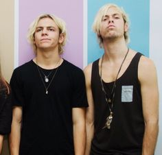 BUT RIKER'S LIL SCRUFF. HE IS A MAN NOW. I am not mentally prepared for this!