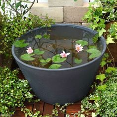 Stunning Water Features You Can Make In A Day ideas for decks and patios. Container Pond, Container Water Gardens, Patio Pond, Ponds Backyard, Small Water Features, Water Features In The Garden, Japanese Water Feature, Indoor Pond, Small Water Gardens