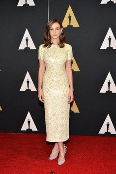 Carey Mulligan looked amazing on the red carpet this weekend in a short-sleeve
