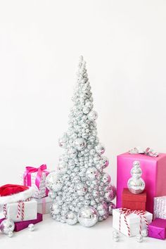 DIY Disco Ball Christmas Tree: For many modern holiday weddings, the decor is all about the sparkle. Make your own event shine with this disco ball tree placed at the door to announce the party inside. Cool Christmas Trees, Noel Christmas, Modern Christmas, Christmas Wedding, Christmas Tree Decorations, Christmas Crafts, Xmas Tree, Christmas Room, Christmas Ornament