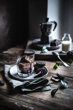 Cubes of vanilla iced coffee - Coffee Ice Cubes Dark Food Photography, Coffee Photography, Coffee Ice Cubes, Coffee Drinks, Coffee Jelly, Great Coffee, Coffee Art, Coffee Shop, Coffee Time