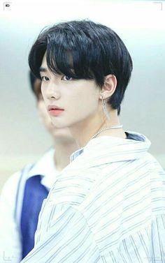 he looks like an angel what the heck Rapper, Fandom, Looks Dark, Pre Debut, Kids Wallpaper, Drama Queens, Lee Know, Lee Min Ho, Boyfriend Material