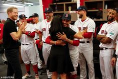 Prince Harry and Meghan Markle shared a laugh and hugs with Boston Red Sox and New York Yankees. Meghan Markle Prince Harry, Prince Harry And Meghan, Chicago Cubs, Boston Red Sox Players, New York Yankees Baseball, Baseball Star, Prince Harry Photos, Mookie Betts, Prince Harry