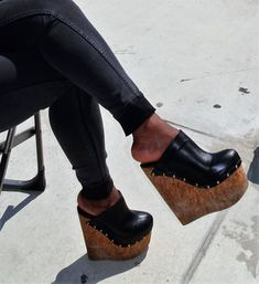 Nice Heels, Wedge Heels, Shoes Heels, Clogs Outfit, Sexy Feet, Platform Shoes, High Heel, Women's Fashion, Sky