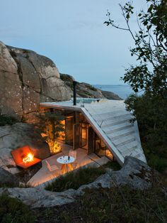 Rocky topography helps shelter this small modern cabin on a fjord in southeast Norway. Others would have been tempted to open up the site by clearing the bushes and blasting away some of the rock. ...