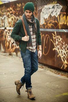 Suéter masculino: inspirações e dicas de como usar o item - Blog da Cris Feu