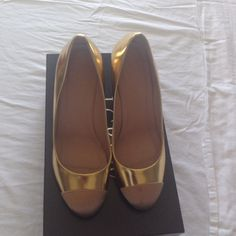 ⬇️️REDUCED! J.Crew gold Etta pumps Etta cap two metallic pumps from Jcrew. Great condition, worn a couple of times, minor scratches on the heel as shown in last pic. Comes with dust bag J. Crew Shoes Heels