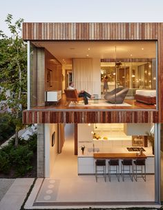 """The house that Fleetwood Fernandez Architects designed for contractor Mehran Taslimi and his wife, Laila, embraces its surroundings. """"They wanted doors that they could just throw open,"""" designer Hunter Fleetwood says of the retractable wall system from Vi Micro Apartment, Murs Mobiles, Surface Habitable, Modern Backyard, Backyard Ideas, Indoor Outdoor Living, Architect Design, Modern House Design, Modern Architecture"""