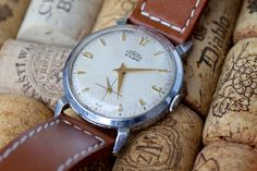 Prim Pavouk Old Watches, Retro, Omega Watch, Leather, Life, Accessories, Vintage Watches, Antique Clocks, Old Clocks