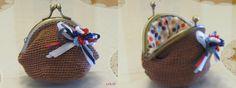 https://flic.kr/p/d1ZASs | MONEDERO DE CROCHET | Mi primer monedero de crochet, pensaba que iba a ser más fácil, me ha facilitado hacerlo, la explicación de Rosseta y el regalo de la boquilla de Malaka, muchísimas gracias a las dos; reto conseguido...