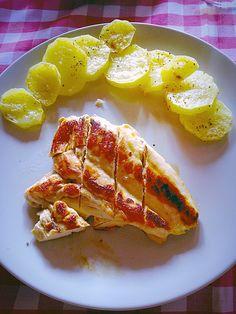 Pollo a la plancha con patatas al microondas con pimienta