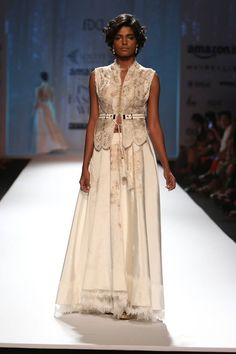 Scarlet Bindi - South Asian Fashion and Travel Blog by Neha Oberoi: AMAZON INDIA FASHION WEEK AUTUMN/WINTER 2016: DAYS 4 & 5 - ASHIMA LEENA, JOY MITRA, SOLTEE