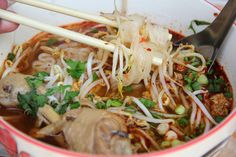 Kuay Teow ก๋วยเตี๋ยว - One of the everyday Thai dishes that can be found on just about every street is Kuay Teow. Thai Recipes, Indian Food Recipes, Asian Recipes, Chicken Recipes, Cooking Recipes, Healthy Recipes, Egg Recipes, Asian Foods, Healthy Food