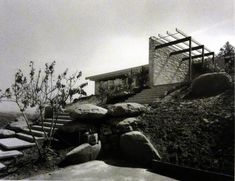 Richard Neutra mid century modern house. Sinlgeton residence