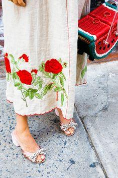 Let us teach you how to wear a burlap dress.