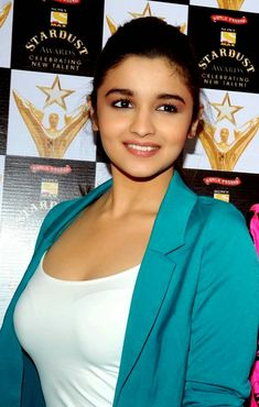 Alia Bhatt is leading celebrity of Bollywood. We share you some Alia Bhatt Hot Photo with you. You will like this hot pictures of Alia Bhatt. Bollywood Actress Hot Photos, Indian Bollywood Actress, Beautiful Bollywood Actress, Most Beautiful Indian Actress, Bollywood Celebrities, Beautiful Actresses, Tamil Actress, Aalia Bhatt, Alia Bhatt Cute