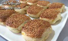 Mayasız Bayatlamayan Peynirli Bohça Poğaça Tarifi Tiramisu, Hamburger, Vegetarian Recipes, Pudding, Bread, Baking, Ethnic Recipes, Desserts, Food