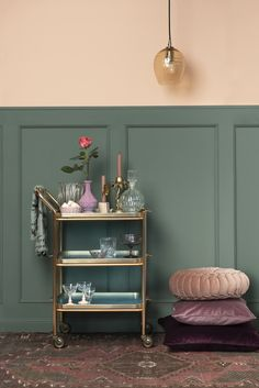 Peach Living Rooms, Living Room Green, Green Rooms, Home Living Room, Green Painted Walls, Boy Room Paint, Peach Walls, Green Furniture, Inspiration Wall
