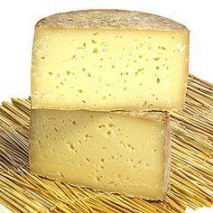 Queso Roncal Queso Roncal es el queso distintivo de Navarra. Hace con leche crudo no pasteurizado. Tiene un sabor mantecoso y fuerte.