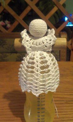 NO pattern - Salvabrani Crochet Christmas Decorations, Crochet Ornaments, Christmas Crochet Patterns, Crochet Snowflakes, Crochet Doily Patterns, Handmade Ornaments, Thread Crochet, Crochet Doilies, Winter Decorations
