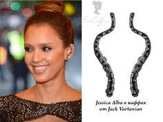 Джессика Альба носит серьги каффы