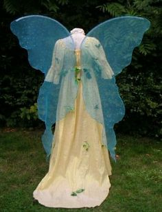 ***WELCOME AND MERRY MEET!!!!***  This sale is for 1 pair of my:  LOVELY ADULT HUGE MOONBEAM FAERIE QUEEN WINGS!!!!  THESE ARE SOME VERY BEAUTIFUL STUNNING WINGS MADE FROM A ~~~LOVELY GOLD SHIMMER ORGANZA~~~~~~~ THESE ARE ADULT REALISTIC LIFESIZE WINGS THAT FLOW AND MOVE WHEN YOU WALK.  The dress is not included. PLEASE ALLOW ME 3 WEEKS TO MAKE THEM.  ***BEAUTIFUL AND ELEGANT FOR ALL OCCASIONS!!! ***  These are really really great wings!!!!! These wings really do move with you. You will look…