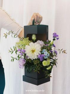 Flower Box Gift, Flower Boxes, Flower Room Decor, Flower Arrangements Simple, Flower Installation, Flower Packaging, Garden Birthday, Floral Bouquets, Flower Designs