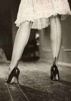 Unknown Photogragher- Pin- Up in stocking, 1950′s  (stockings with seams, I remember)