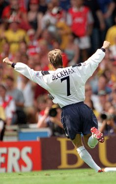 David Beckham celebrates scoring yet another trademark free-kick for @manutd in the 1999 FA Charity Shield against Arsenal at Wembley.
