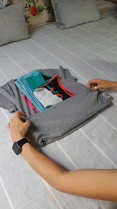 Diy Clothes Life Hacks, Diy Clothes And Shoes, Clothing Hacks, Fold Clothes, Home Organization Hacks, Closet Organization, Organizing, Simple Life Hacks, Useful Life Hacks