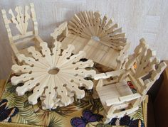 Wall posts Wooden Clothespin Crafts, Wood Crafts, Yarn Crafts For Kids, Arts And Crafts, Fairy House Crafts, Diy Popsicle Stick Crafts, Diy Doll Miniatures, Crochet Flower Tutorial, Miniature Crafts