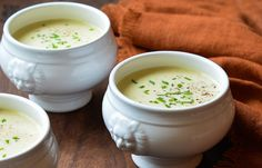Potato leek soup, or potage parmentier, is a French classic. it's an essential base soup in French cuisine. Add watercress for potage au . Clean Eating Snacks, Healthy Snacks, Healthy Recipes, Creamy Potato Leek Soup, Potato Soup, Soup Recipes, Cooking Recipes, Oven Recipes, Cooking Ideas