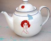 So nice ! Vintage teapot Marie Louise By Celinda Versluis Tee Kunst, Teapots Unique, Tea Art, Tea Service, Coffee Set, Chocolate Pots, Tea Ceremony, Vintage Tea, Tea Time