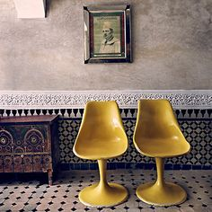 Modern mixed with Moroccan design! Tulip Chair, Moroccan Design, Moroccan Tiles, Moroccan Decor, Moroccan Bedroom, Moroccan Lanterns, Interior Photography, Vintage Chairs, Mellow Yellow