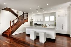 Design Interior Queens by Cambuild Mahogany Flooring, Timber Flooring, Kitchen Flooring, Hardwood Floor Colors, Hardwood Floors, Kitchen Views, Cottage Renovation, Storey Homes, Floor Design