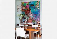 tela colorida da artista Tininha Frade. Apartamento decorado pela arquiteta Andrea Murao  Edu Castello / Casa e Jardim