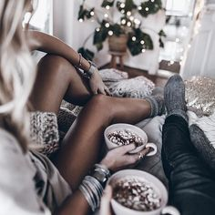 Chocolate 💥 Last morning with my 🖤 ☕️ Made us some hot chocolate and turns out he doesn't like marshmallows 🙈 More for me ✨ Now off to Mallorca to celebrate with my family! Colorful Fashion, Boho Fashion, Womens Fashion, Minimalist Street Style, Casual Summer Outfits For Women, Boho Life, Hot Chocolate, Bohemian Style, Celebrity Style