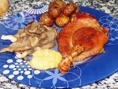 Confit de Pato con Patatas a la Sarladaise, Compota de Manzana y Setas. Salsa Dulce, French Toast, Pork, Chicken, Breakfast, Arrows, Duck Confit, Apple Sauce, Cooking Recipes