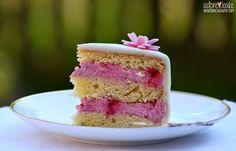 Am Osterwochenende war es endlich soweit! Ich habe meine erste Torte gebacken, die mit Fondant überzogen wurde. Schon länger hatte ich bei ...
