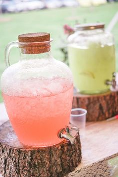rustic wedding ideas-cute display of different lemonades for party or wedding with stump as base