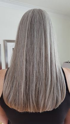 I am so happy I no longer colour my hair – - Weißes Haar Grey Hair Care, Long Gray Hair, Silver Grey Hair, White Hair, Mature Women Hairstyles, Silver Haired Beauties, Grey Hair Inspiration, Gray Hair Growing Out, Natural Hair Styles