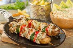 Szaszłyki z kurczaka z pieczonymi frytkami przepis – Zobacz na przepisy.pl Tortellini, Coleslaw, Ravioli, Baked Potato, Sushi, Grilling, Potatoes, Meat, Chicken